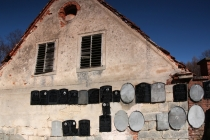 Martínkovice - Kostel svatého Jiří a svatého Martina - detail hřbitovní zdi