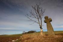 Smírčí kříž Na Libinách poblíž Jaroměře patří k těm nejvyšším