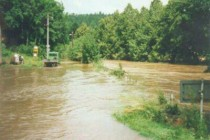Povodeň 8.7.1997, kulminace ve 12 hod Náchod - Bražec , foto - Povodňový plán města Náchoda