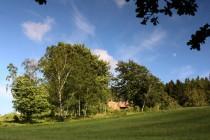 Náchází se zde i několik objektů těžkého hraničního opevnění z let 1935-38. Podle pěchotního srubu Březinka je nově vyhlášená přírodní památka pojmenována.