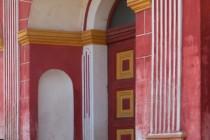 Vstupní portál s kamennými sedátky (tzv. Schnecken), Rožmitál