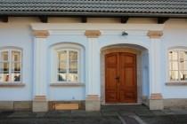 Vstupní portál s kamennými sedátky (tzv. Schnecken), Velký Dřevíč IMG_5555