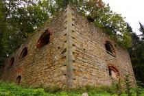 Romantické ruiny kostela Panny Marie na Svatém kopečku