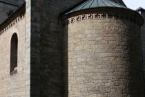 Novorománský kostel ve Stroužném- detail presbytáře