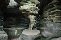 S mnoha bizarními skalními útvary