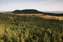 Pohled z Boru na sever na nedalekou Hejšovinu