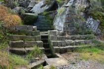 Při sestupu do českého Machova obdivovat vodní regulace sudetských Němců