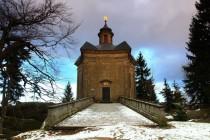 Poutní kaple Panny Marie Sněžné - barokní klenot uprostřed pískovcových skal