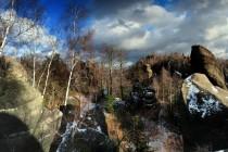 Rokle končí divokou průrvou na hlavním hřebenu Broumovských stěn