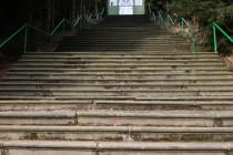 Ke kapli vedou krásné Růžencové schody - co schod to modlitba a jeden korálek  z růžence...