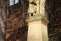 Sochařská výzdoba u kaple Marie Lurdské v Suchém dole