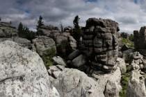 Skalní bloky tu vytvořily rozsáhlý labyrint