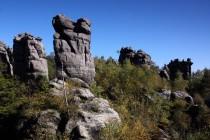 Zejména na západní plošině jsou krásné skalní věže
