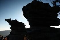 Skály v takové nadmořské výšce zvětrávají do bizarních tvarů
