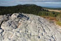 Hejšovina je nejvyšší pískovcovou stolovou horou ve střední Evropě. Při pohledu z nedalekých Bialych skal jsou zřetelně vidět její dva vrcholy.