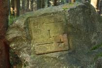 Po benediktínech z Broumovského kláštera tu zůstalo staré značení cest