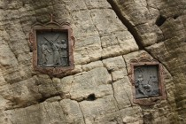 Stolová hora se jmenuje podlé křížové cesty vtesané do skal