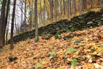 Peklo - zbytek staré lesní cesty poblíž Bartoňovy útulny