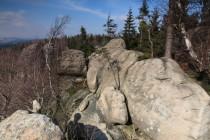 Plošinu pokrývají neprostupné lesy a skalní bludiště