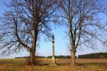 Sloup se sochou sv. Jana z Nepomuku - jeho kult byl v Kladsku velmi silný