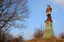 Sv. Jan Nepomucký - na některých sochách zachovaly i původní barvy