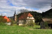 Pohled od nádraží na faru, školu a kostel