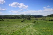 Půvabná je krajina polských Sudet poblíž Okrzeszyna