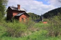 Na nástupišti nádraží v Okrzeszyně. Koleje zmizely v roce 1973...