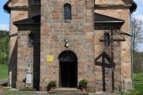 Portál novogotického kostel Narození Panny Marie