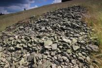 Agrární valy dokládají tvrdý boj o přežití v horské krajině. Mohutné hromady kamení, které horalé po staletí vysbírávali ze svých políček a pastvin svědčí o tom, s jakou intenzitou se tu dříve hospodařilo…