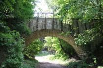 Nepoužívaný kamenný viadukt kousek od české hranice