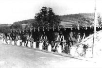 Železniční most v Bělovsi přes Metuji v r. 1945