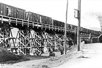 Železniční most v Bělovsi přes Metuji v r. 1945, zatěžkávací zkouška