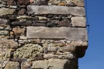 Proslulý tajemný kámen s gotickým nápisem, který inspiroval hraběte k hledání pokladu