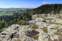 Skaly Puchacza na Batorowských útesech - temena skal s dalekými výhledy...