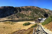 Samotnia na břehu Małeho Stawu. Krásné místo a krásná horská chata...