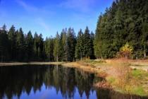 K Bátorovskému rašeliništi vede historická cesta Kregielny Trakt, která míjí menší nádrž