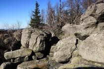 Temeno stolové hory tvoří neprostupný skalní labyrint