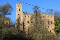 Zamek v Dolnem Ratnu