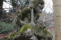 Se zbytky kdysi rozsáhlé sochařské výzdoby