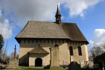 Kostel je sice z doby barokní, nicméně podobou odkazuje na starší období