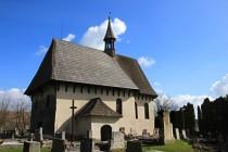 roubený kostelík byl počátkem 19. století nahozen maltou