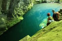 Jeskyně a Dračí jezírko