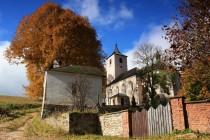 Zapomenuté kostely renesančního stavitele Carola Valmadiho dotvářejí krajinu Podkrkonoší (kostel v Horním Maršově)