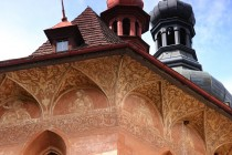 Nejkrásnější je kostel v Olešnici s unikátní výzdobou dochovaných renesančních sgrafit