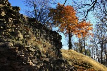 Jen základy hradeb