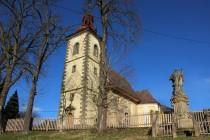 Lanžov - kostel svatého Bartoloměje a socha socha sv. Jana Nepomuckého