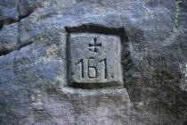 Stará hraniční znamení benediktínů  tesané do skal...