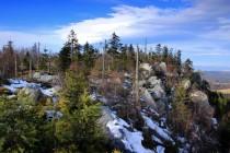 Pohled na Skalniak - nejvyšší partie Boru kopírují severní skalnatou hranu