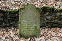 Mnoho kamenů bylo za války poničeno a později nějakým nadšencem provizorně opraveno